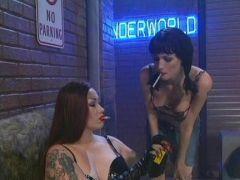 Lesben zeigen ihren Smoking Fetisch